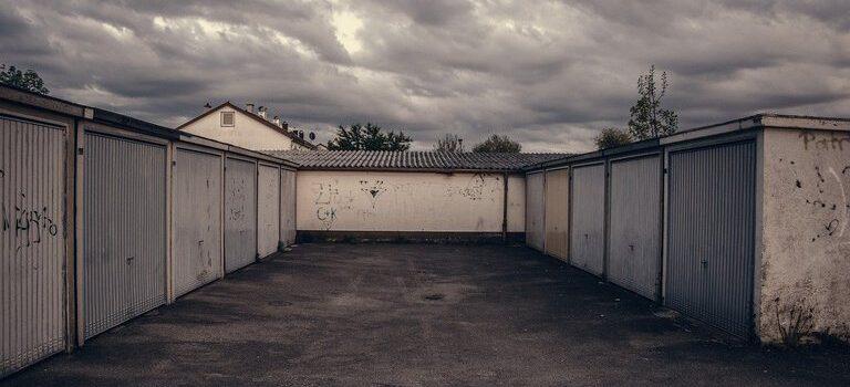 Предимства на надземните секционни гаражни врати